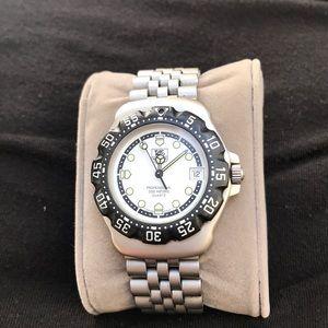 "Tag Heuer F1 ""vintage"" quartz watch"
